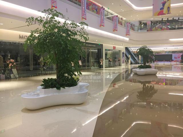 玻璃钢商场休闲椅结合绿植美陈江苏宝能环球汇