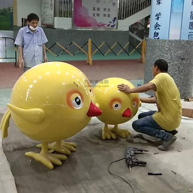 玻璃钢卡通动物雕塑进入罗湖小学校园充满童趣