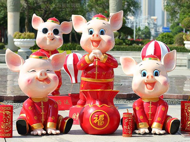 玻璃钢卡通新年猪雕塑
