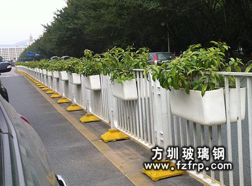 立交桥隔离带花盆
