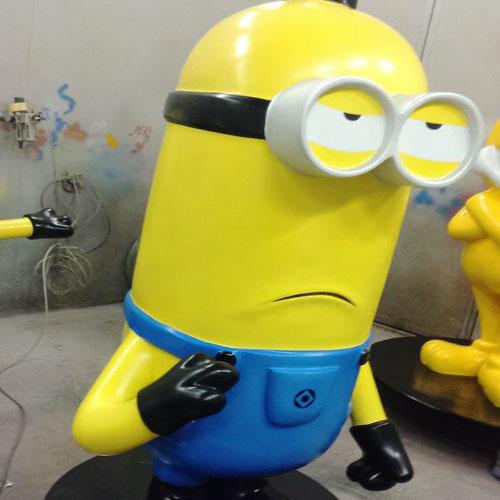 安徽玻璃钢卡通黄人雕塑