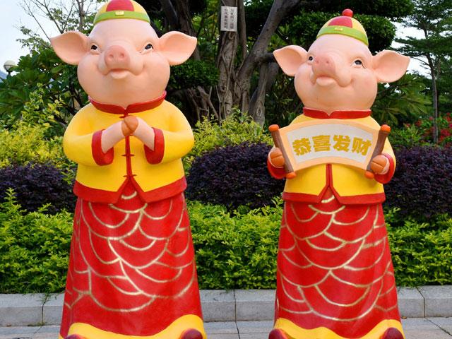 香港玻璃钢卡通猪雕塑