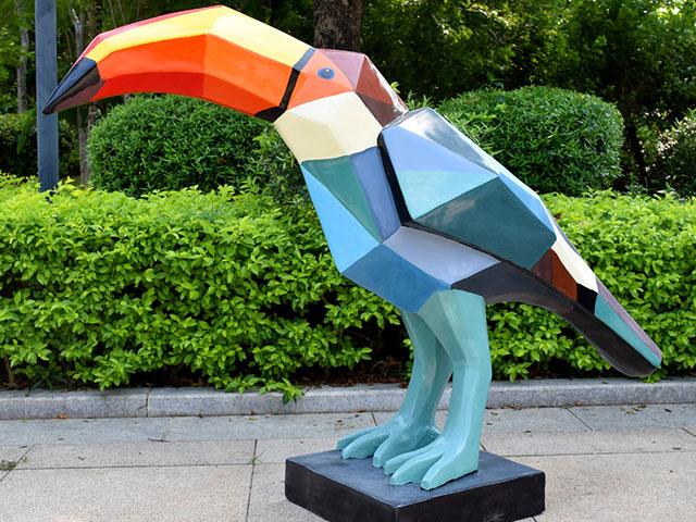 青海玻璃钢切面鸟雕塑