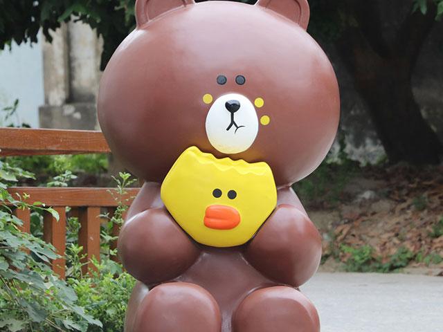 山西玻璃钢卡通熊雕塑