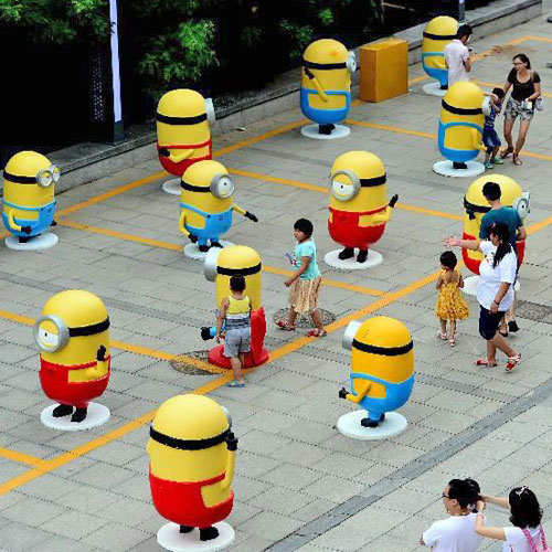 四川玻璃钢小黄人卡通雕塑
