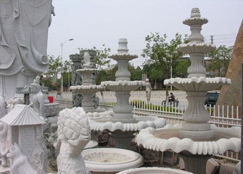 欧式喷泉雕塑在英国领事馆驻足